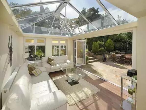 阳光房设计大量使用钢化玻璃,因此具有完美的通透性,儿童可以尽情欣赏